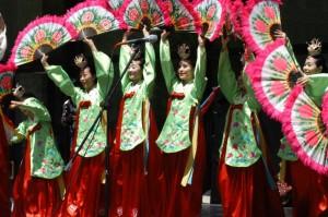 Danseuses de Buchaechum portant un Dang Jeogori