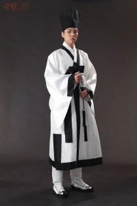 Etudiant Yangban sous Joseon portant un Hakchangui