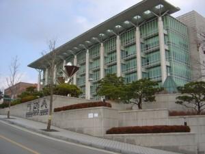 un des bâtiments modernes depuis l'entrée par la station de métro Hyehwa (à 300m)